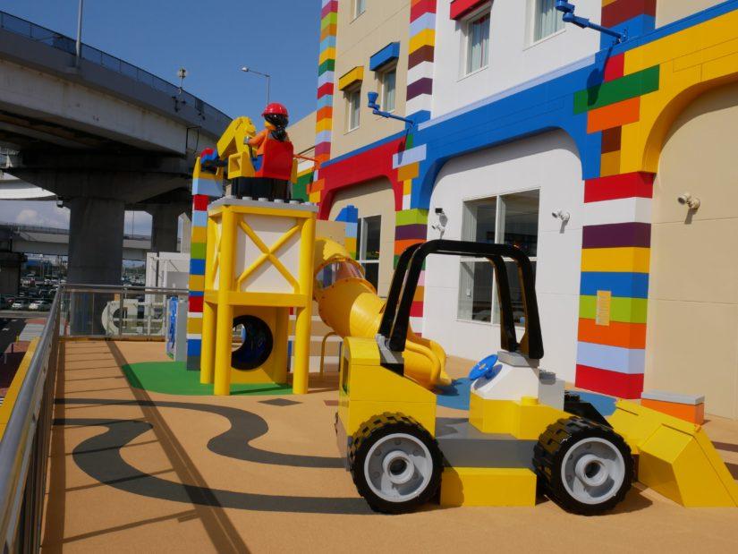 ベランダのレゴ遊び